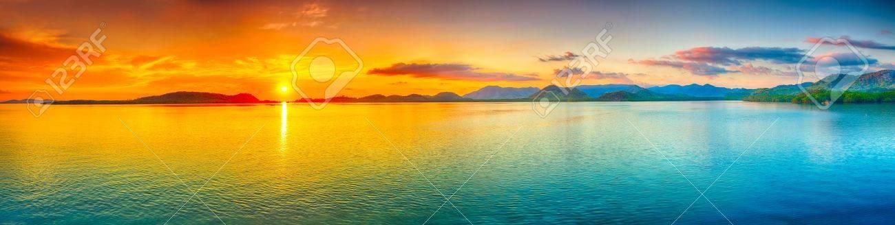 Sunrise over the sea. Panorama - 18104880