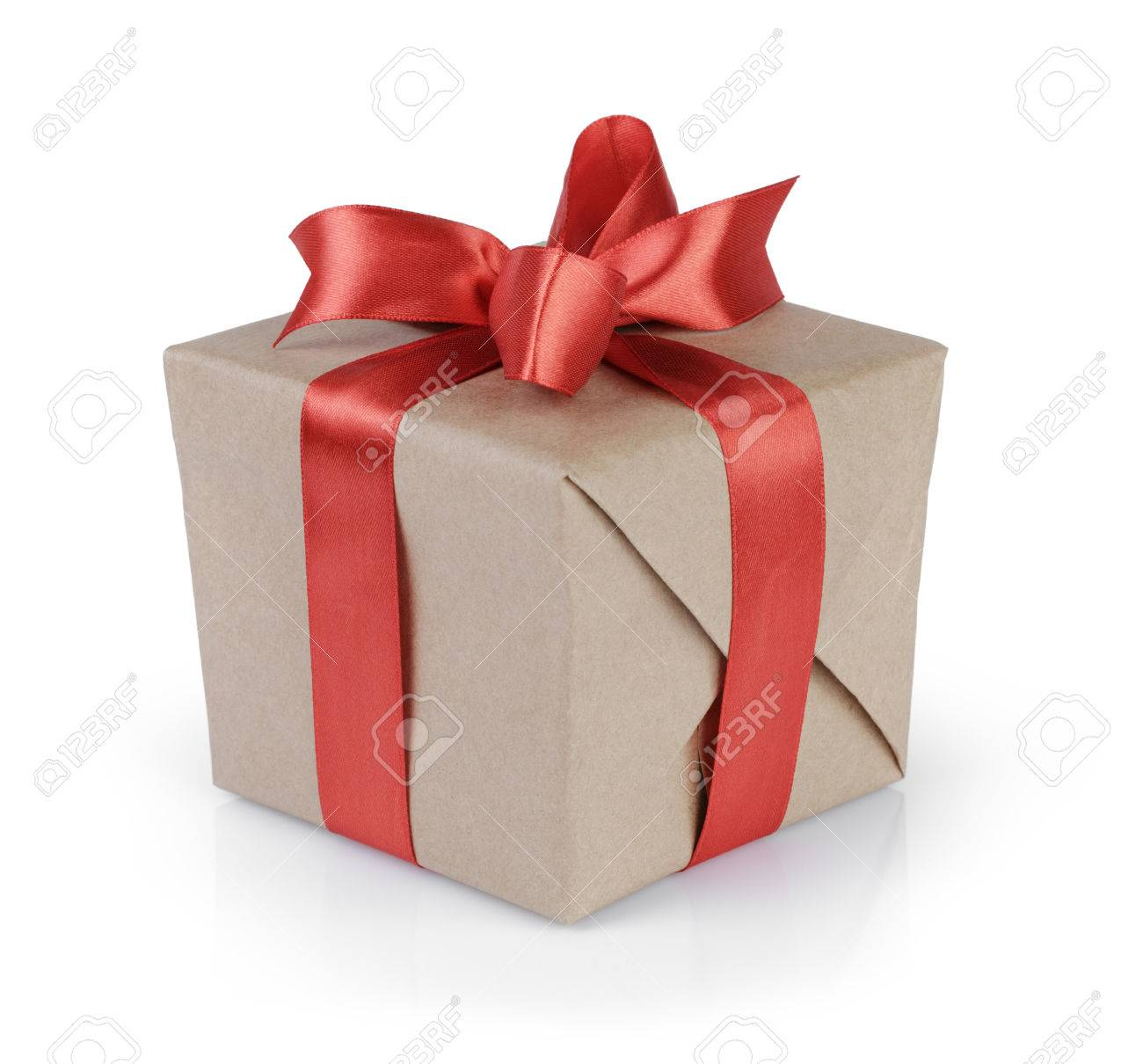 cube gift box wrapped with kraft paper and red bow, isolated - 30764344
