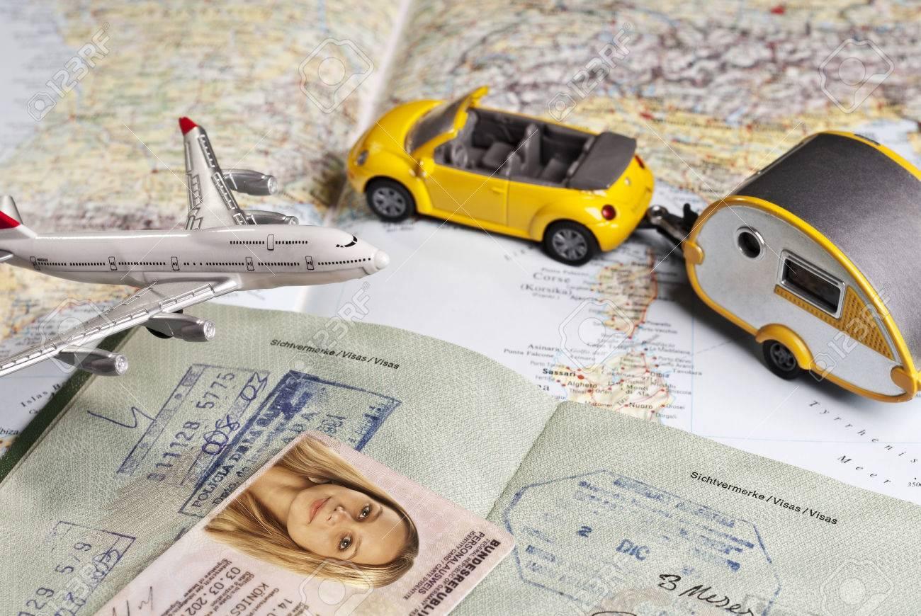 Símbolos De Viaje Y Documentos De Identidad Fotos, Retratos ...
