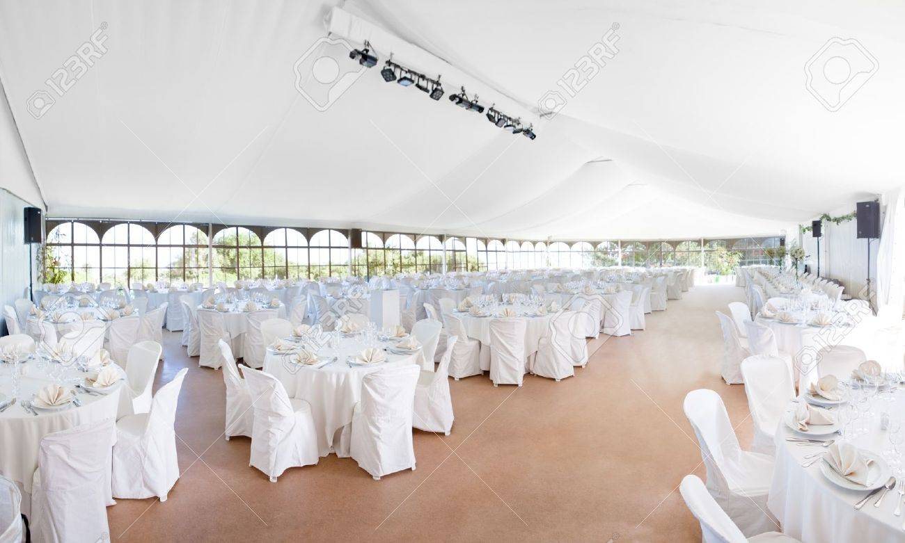 Wedding, event, celebration,  banquet, dinner, reception area tent Standard-Bild - 17144132