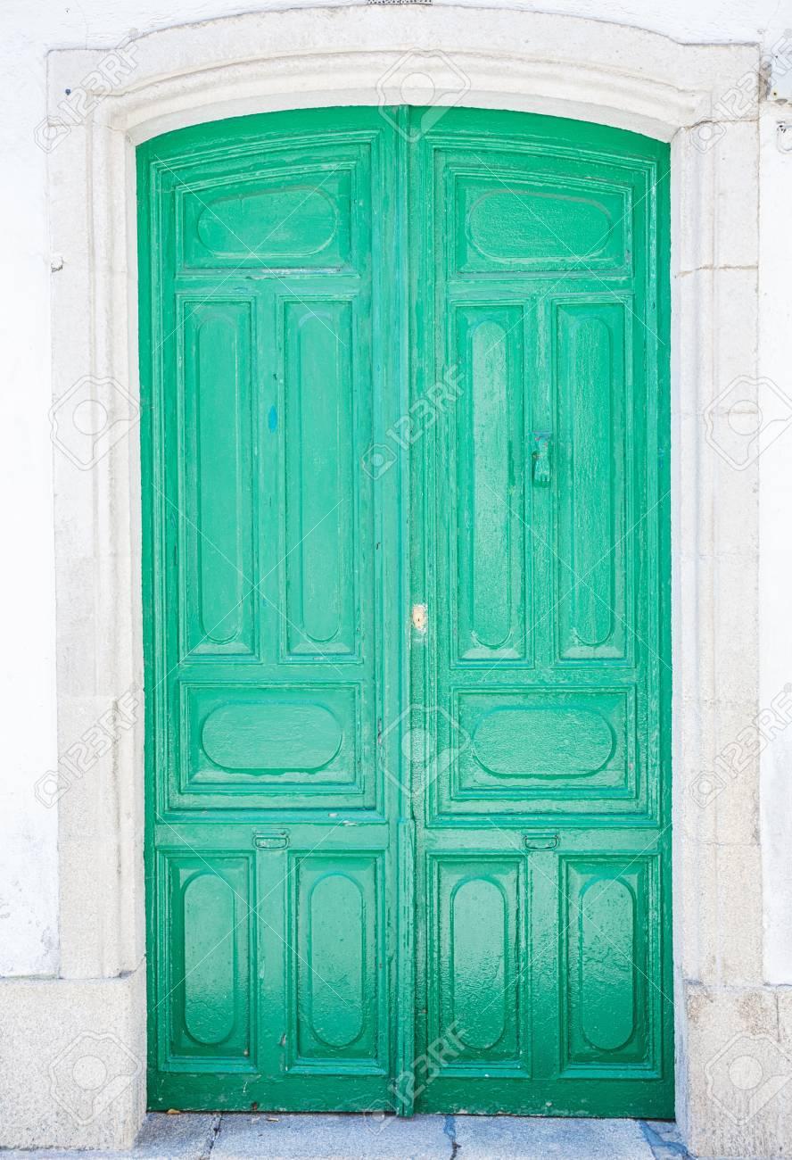 Antigua Puerta De Madera Rustica Pintada En Verde