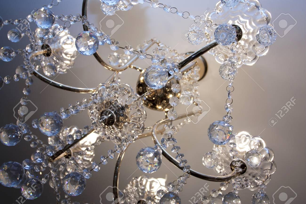 Kronleuchter Wand ~ Kristall kronleuchter mit den mitgelieferten glühbirnen gegen eine