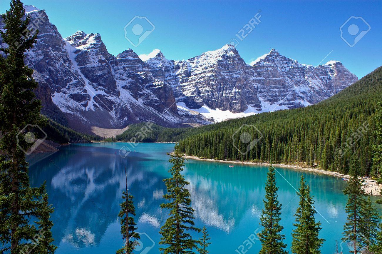 View of the mountains surrounding Morraine Lake near Lake Louise, Canada - 16403043