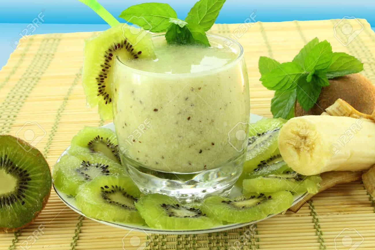 Kết quả hình ảnh cho Banana and Kiwi smoothie