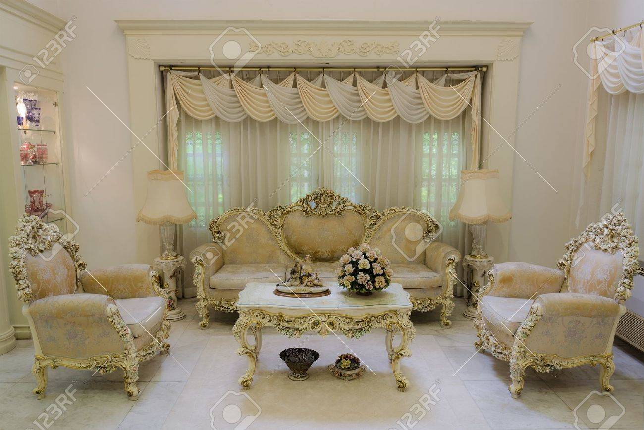 A living room with a luxurious and classical style (Final) Stock Photo - 15171049