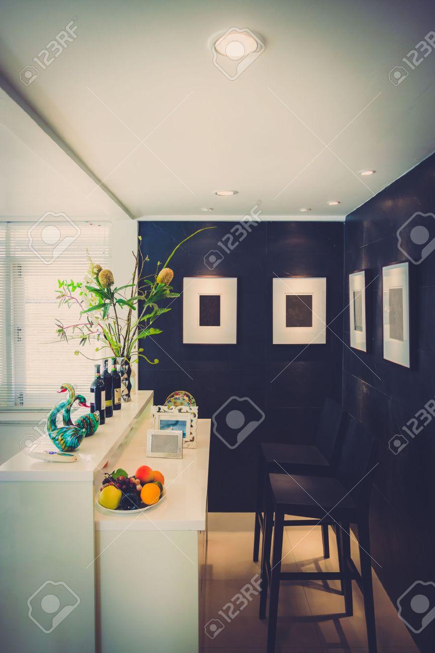 Moderne woonkamer met moderne bar stijl in vintage kleur. royalty ...
