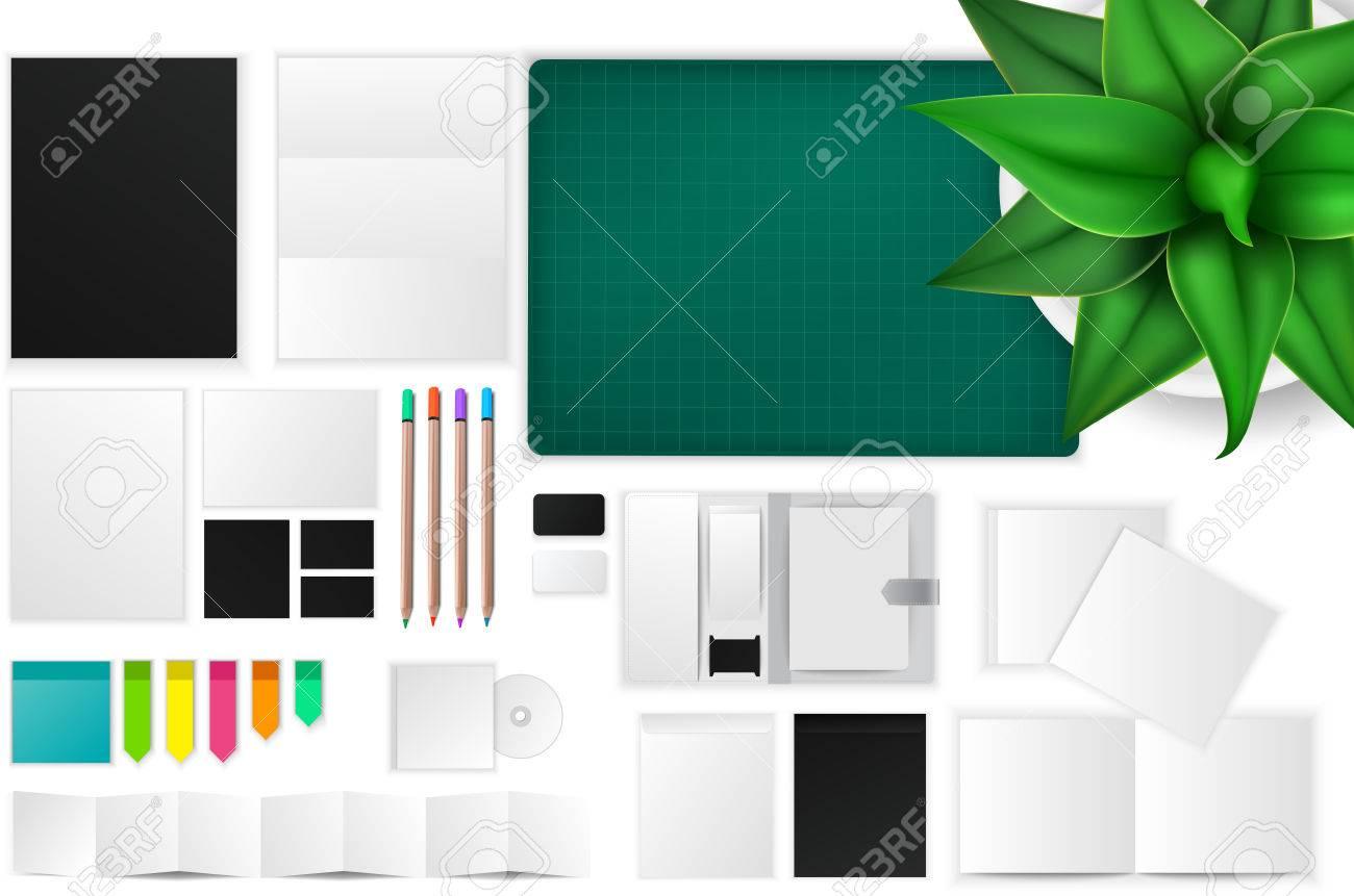 bureau et travailler icône espace maquette avec de nombreux objets