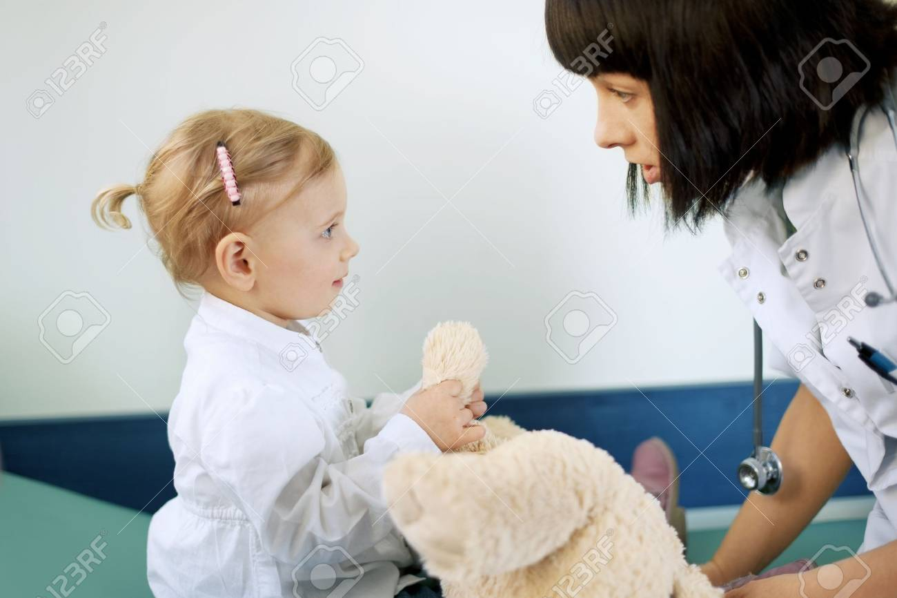 Doctor with baby girl Stock Photo - 18161130