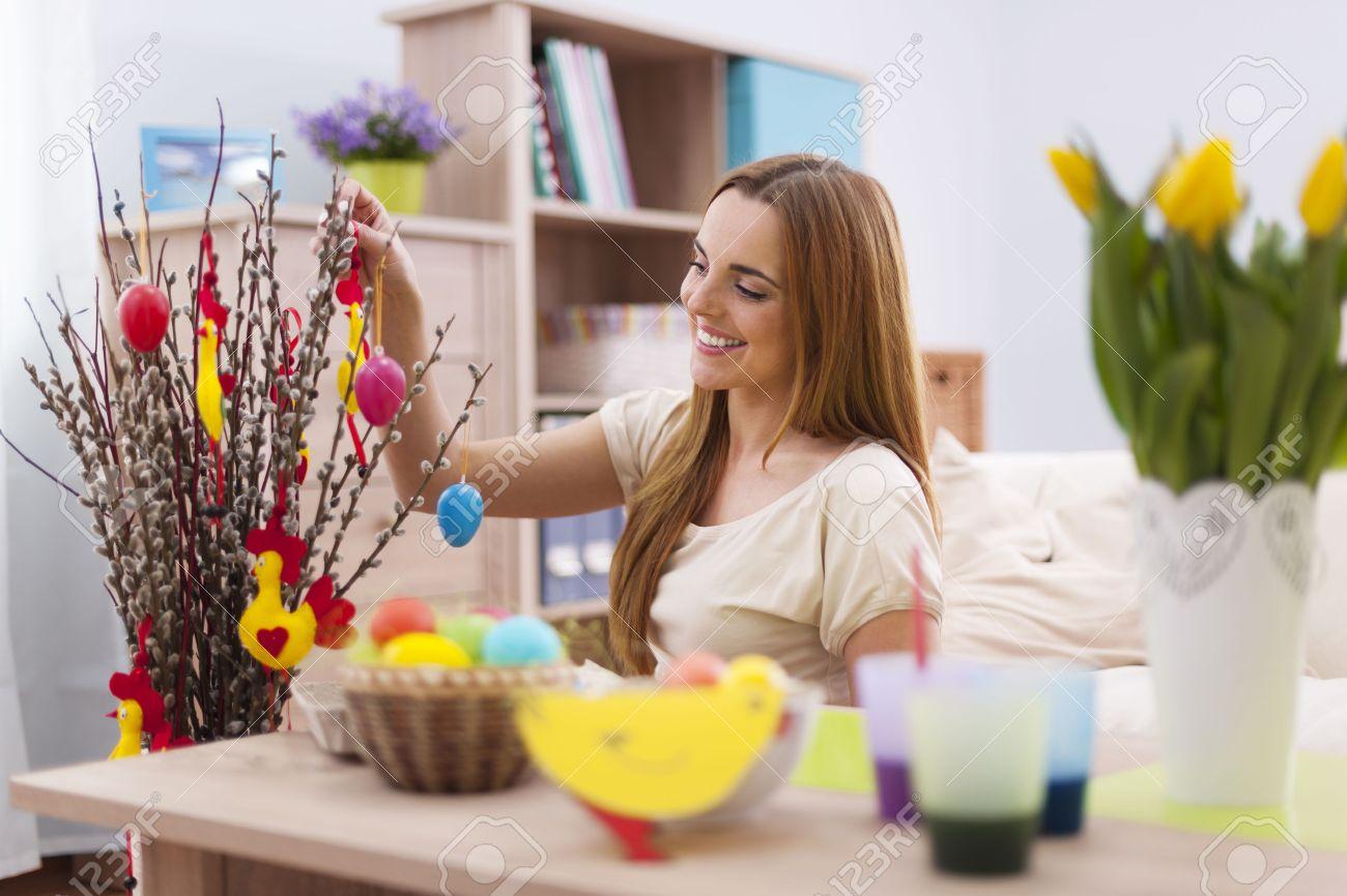 Woman Home Decorating woman home decorating