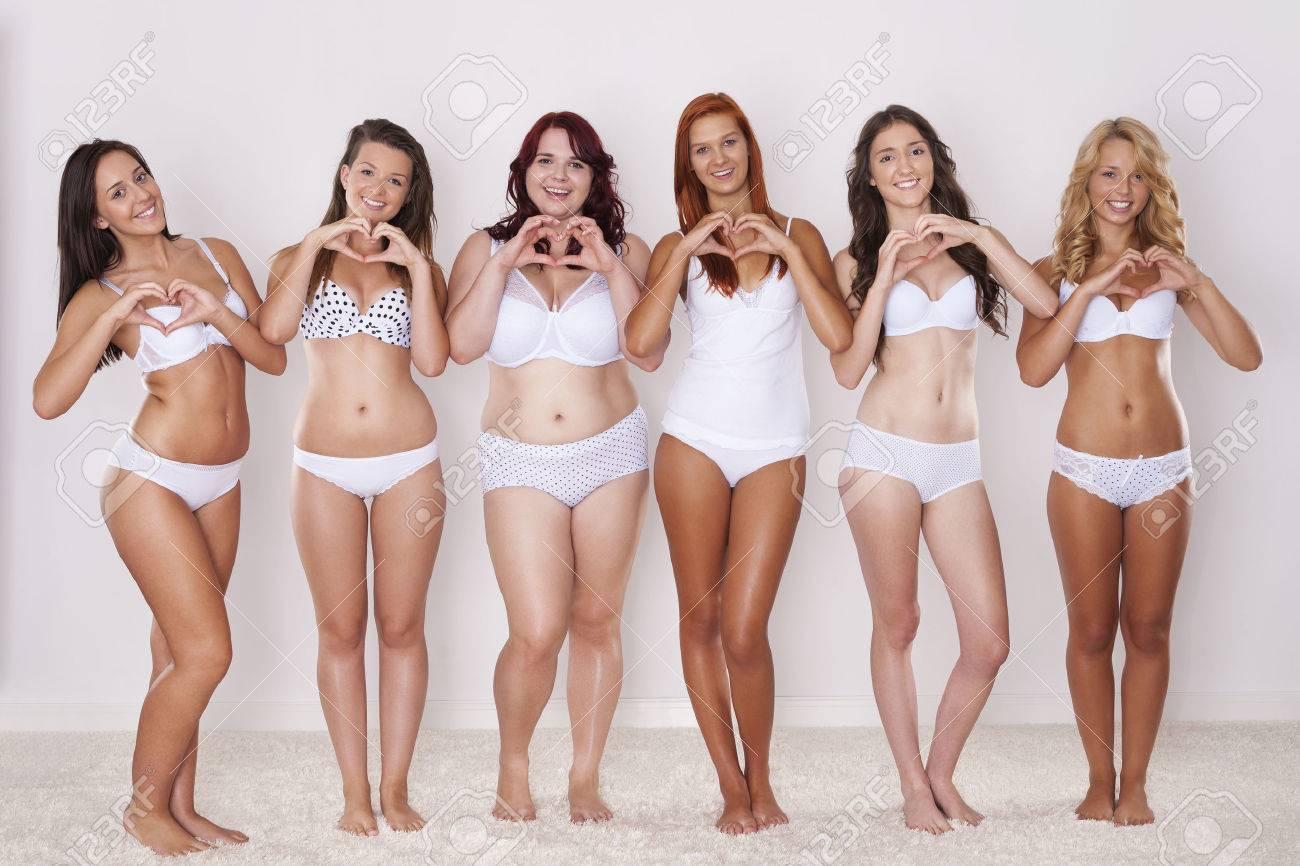 Femmes Naturelles Photos les femmes en sous-vêtements naturelles happy montrent leur forme de