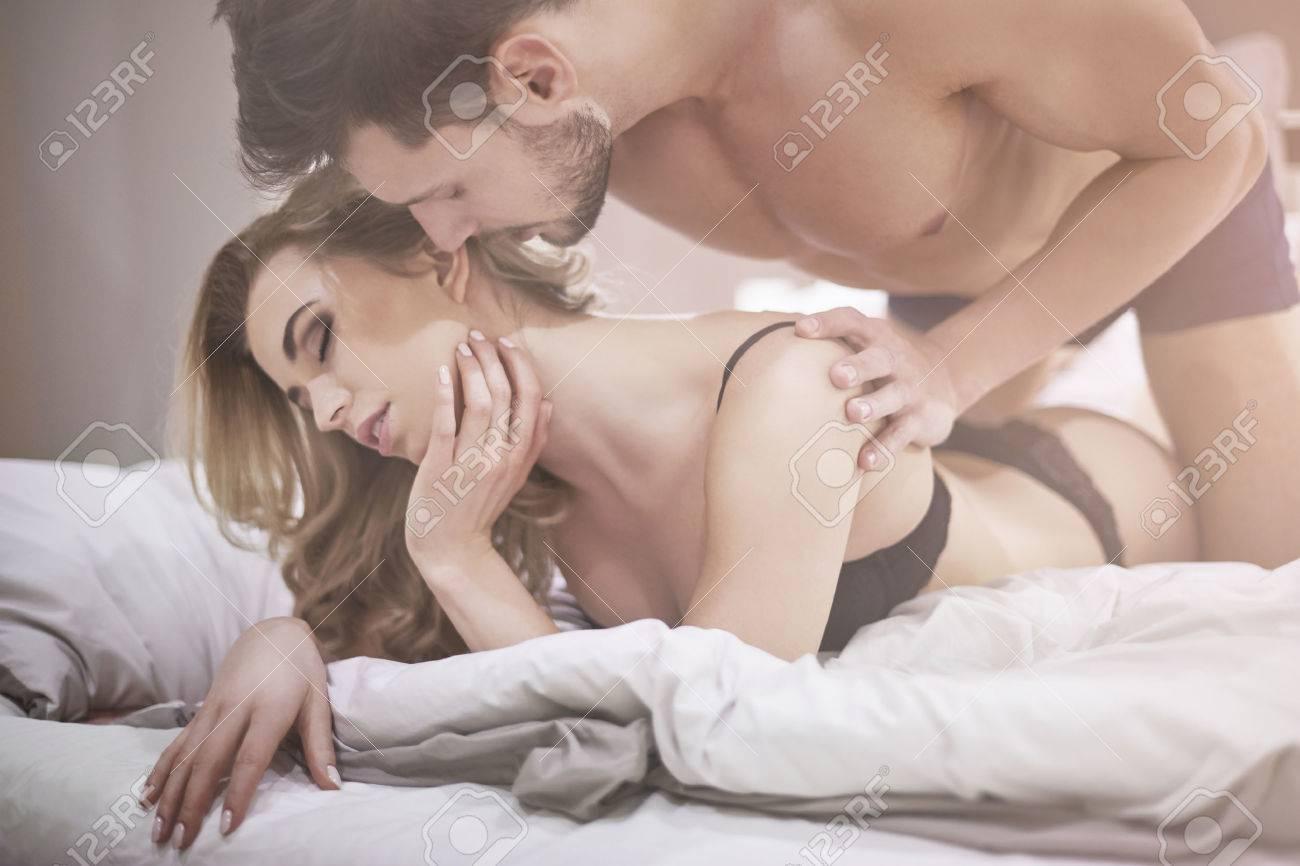Moments Erotiques De Couple Au Lit Banque D Images Et Photos Libres De Droits Image 38291482