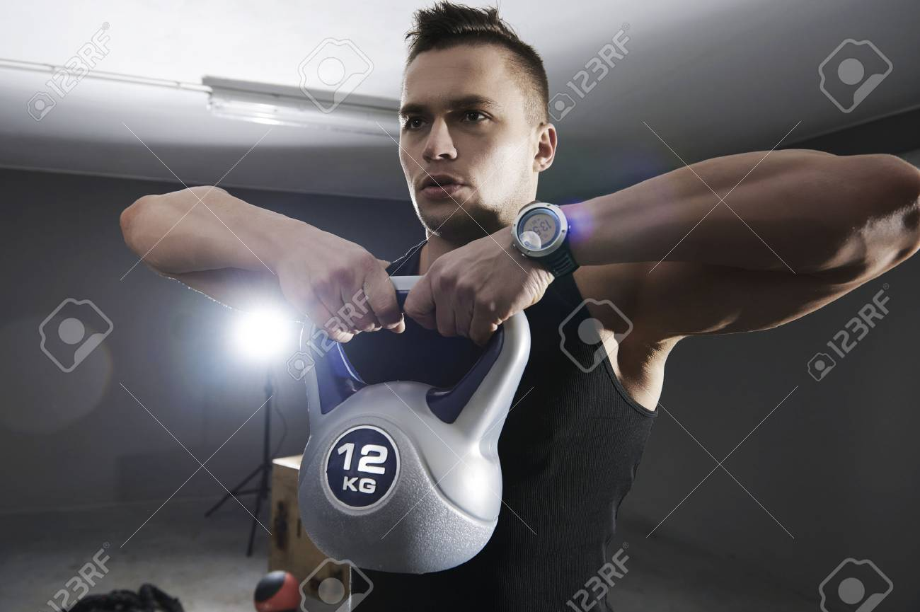 ejercicios para los músculos del hombro con pesas rusas fotos
