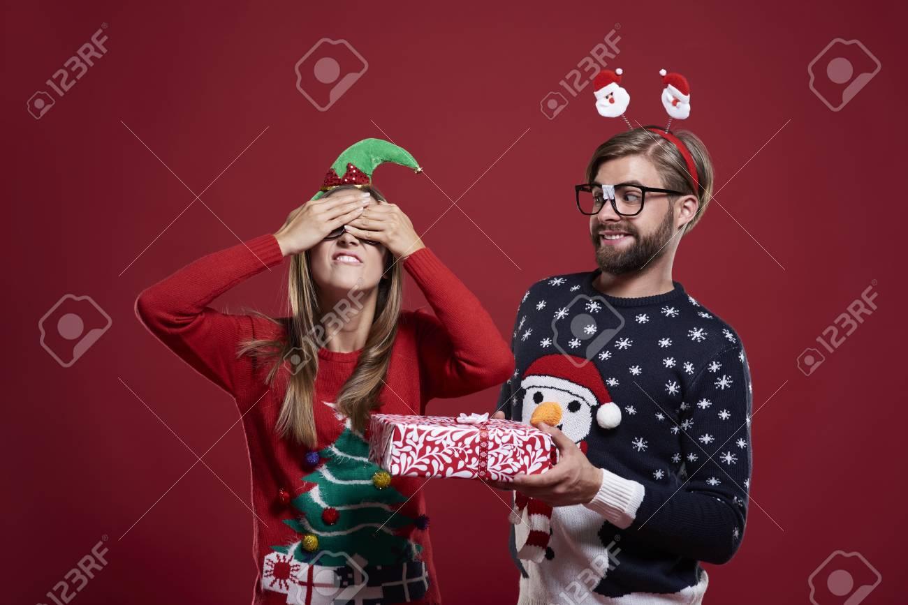 Großes Weihnachtsgeschenk Für Verrückten Freund Lizenzfreie Fotos ...