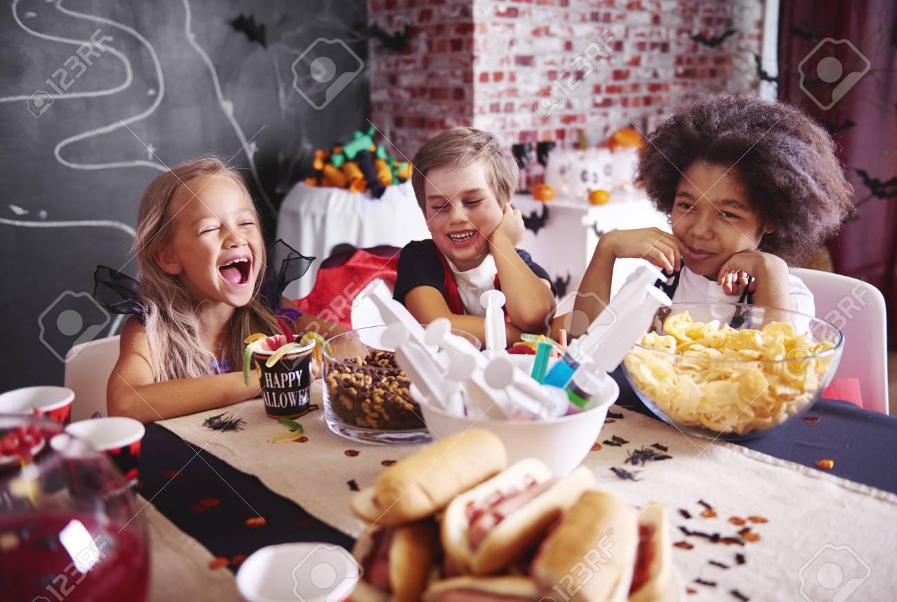 Kids in halloween costumes having a snack - 85685535