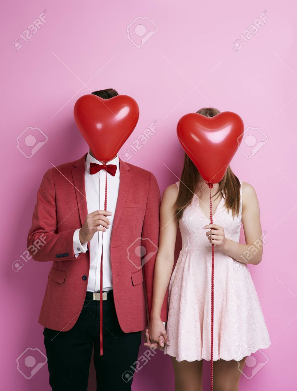 Unrecognizable couple with balloon holding hands - 89280177