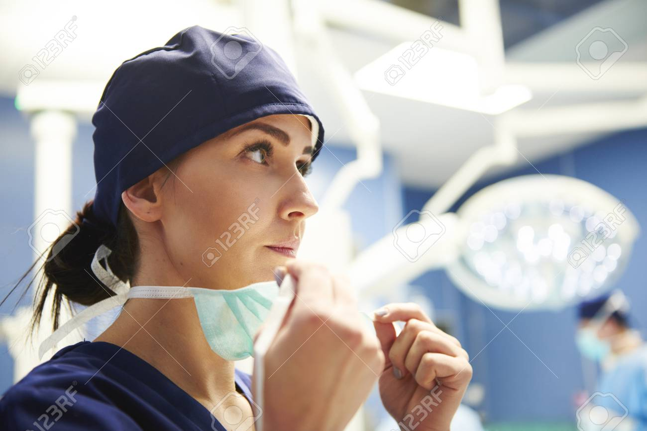 Female surgeon preparing for the operation - 119276373