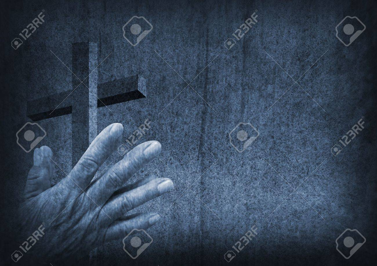 Praying hands with cross Stock Photo - 21483602
