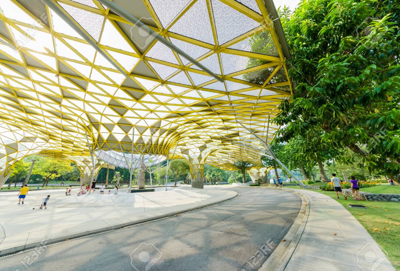 Kuala Lumpur,Malaysia - Aug 22,2018 : Lake Gardens also known as Kuala Lumpur Perdana Botanical Gardens, it is KL's first large-scale recreational park. People can seen exercise and cycling around it. - 107544282