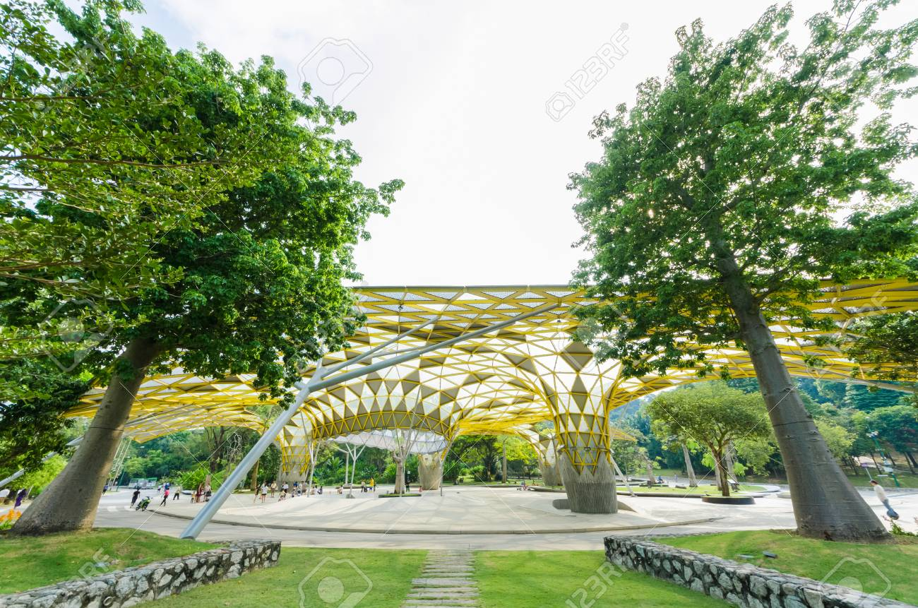 Kuala Lumpur,Malaysia - Aug 22,2018 : Lake Gardens also known as Kuala Lumpur Perdana Botanical Gardens, it is KL's first large-scale recreational park. People can seen exercise and cycling around it. - 107544283