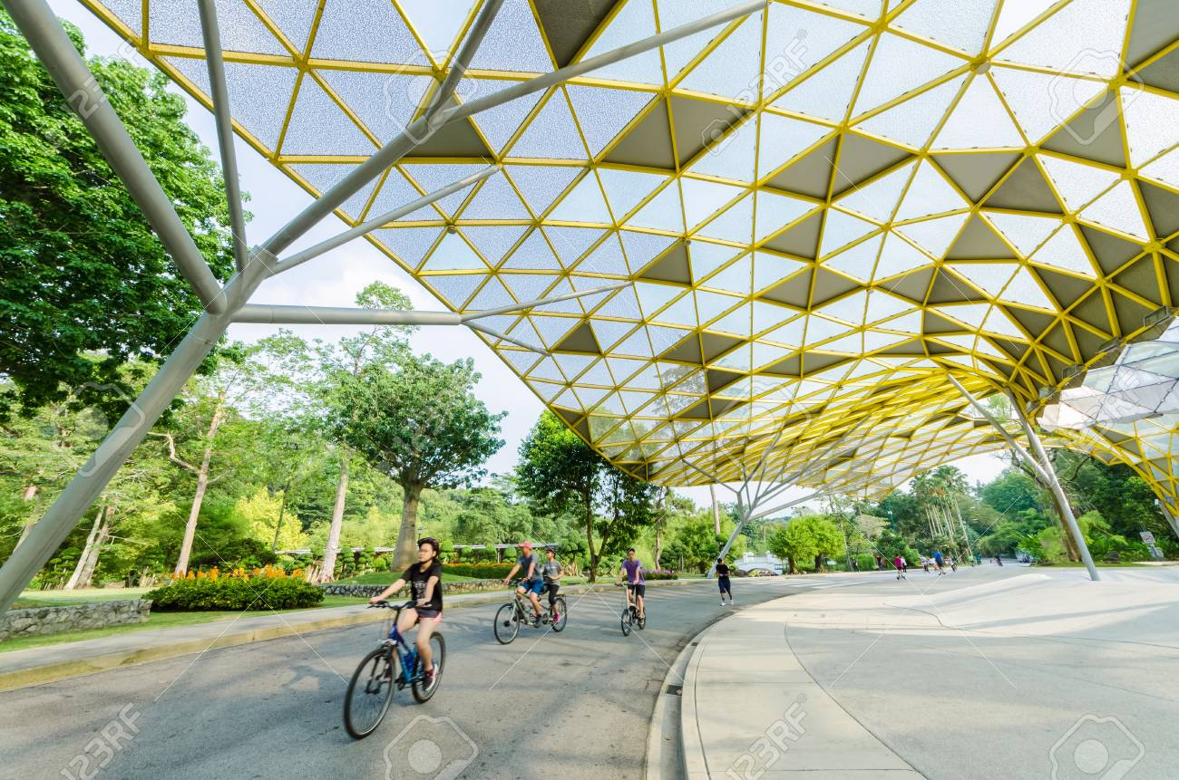 Kuala Lumpur,Malaysia - Aug 22,2018 : Lake Gardens also known as Kuala Lumpur Perdana Botanical Gardens, it is KL's first large-scale recreational park. People can seen exercise and cycling around it. - 107544285