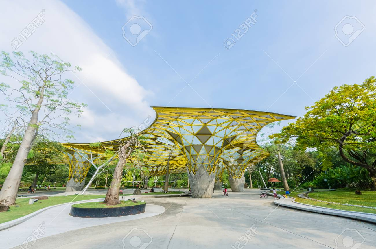 Kuala Lumpur,Malaysia - Aug 22,2018 : Lake Gardens also known as Kuala Lumpur Perdana Botanical Gardens, it is KL's first large-scale recreational park. People can seen exercise and cycling around it. - 107544296