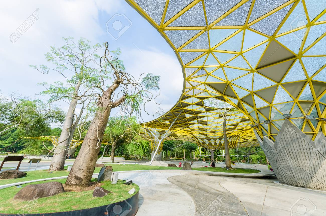 Kuala Lumpur,Malaysia - Aug 22,2018 : Lake Gardens also known as Kuala Lumpur Perdana Botanical Gardens, it is KL's first large-scale recreational park. People can seen exercise and cycling around it. - 107544297