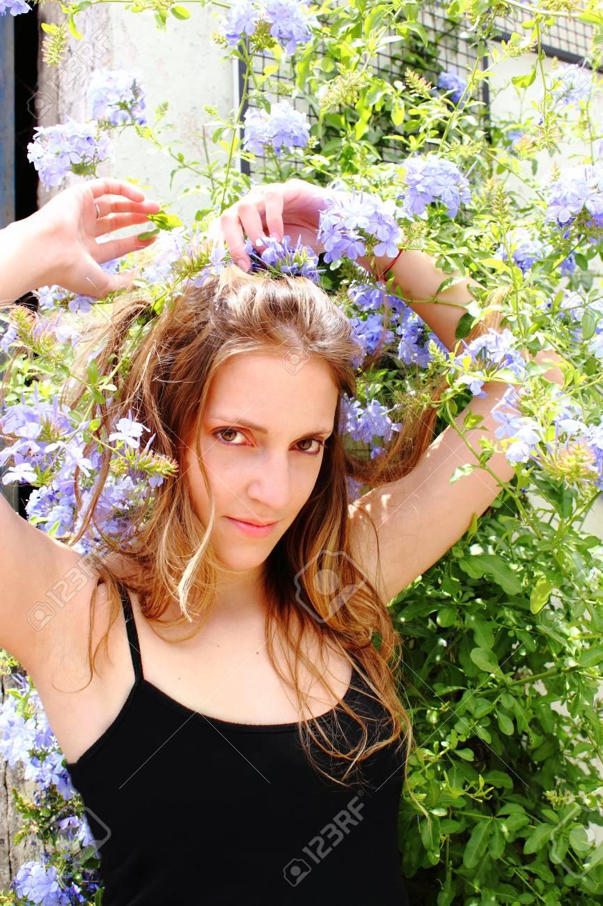 Beautiful woman posing Stock Photo - 11673511