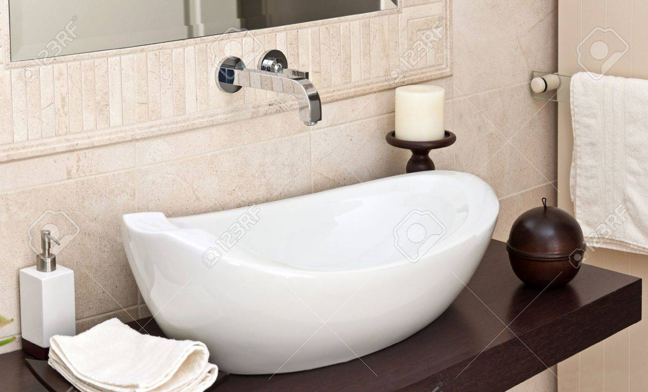 Modern style interior design of a bathroom Stock Photo - 12070866