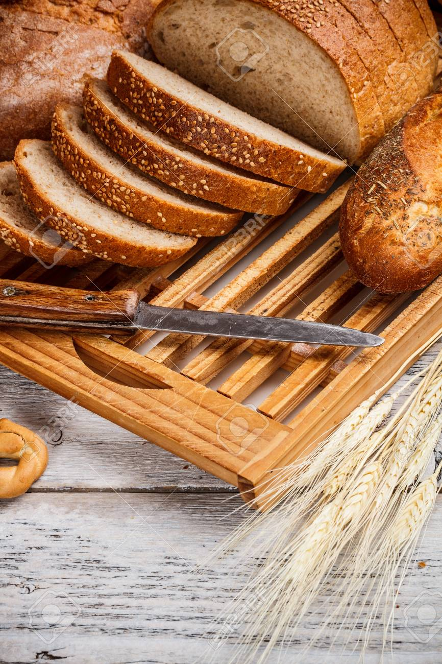 Sliced loaf of bread on the cutting board Stock Photo - 17653083
