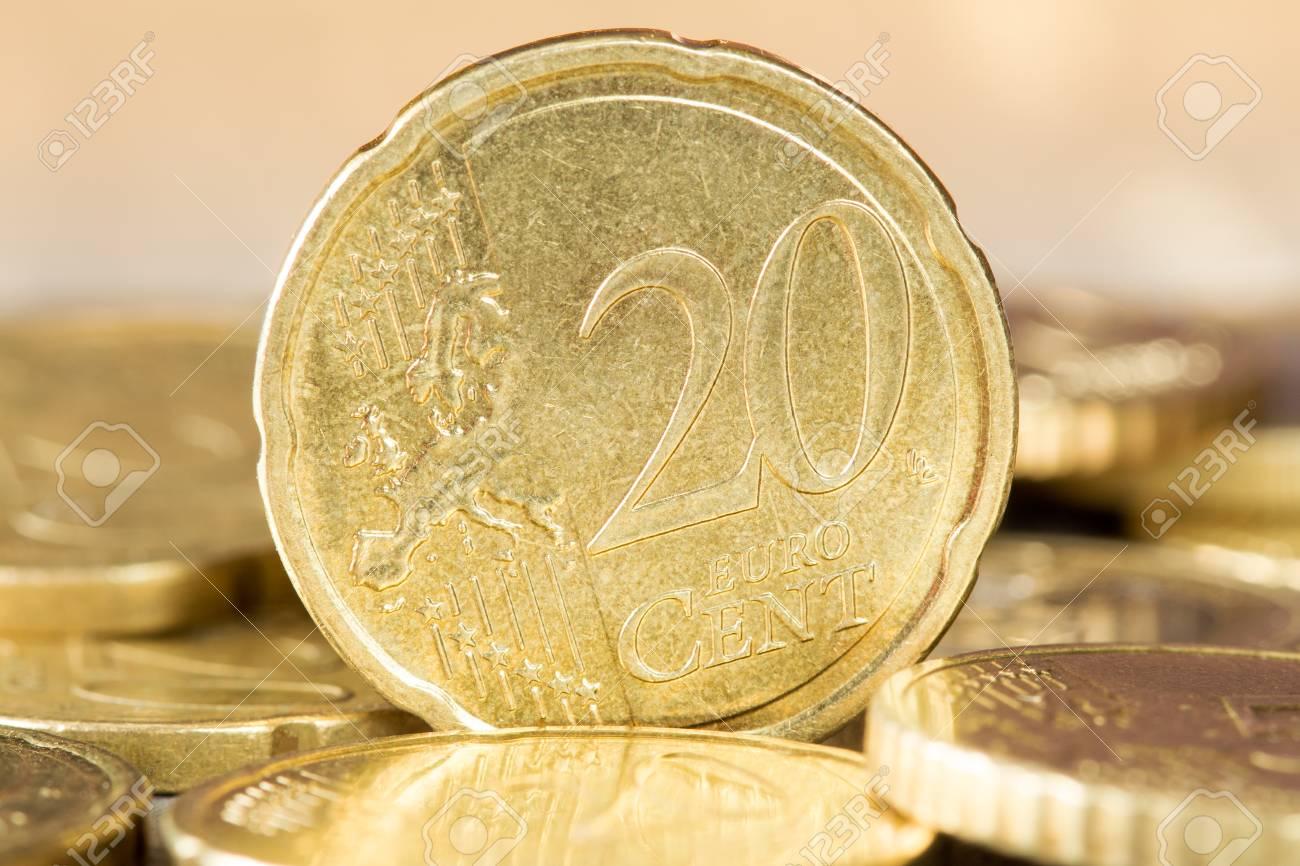Nahaufnahme Einer 20 Euro Cent Münze Stehend Zwischen Anderen Münzen