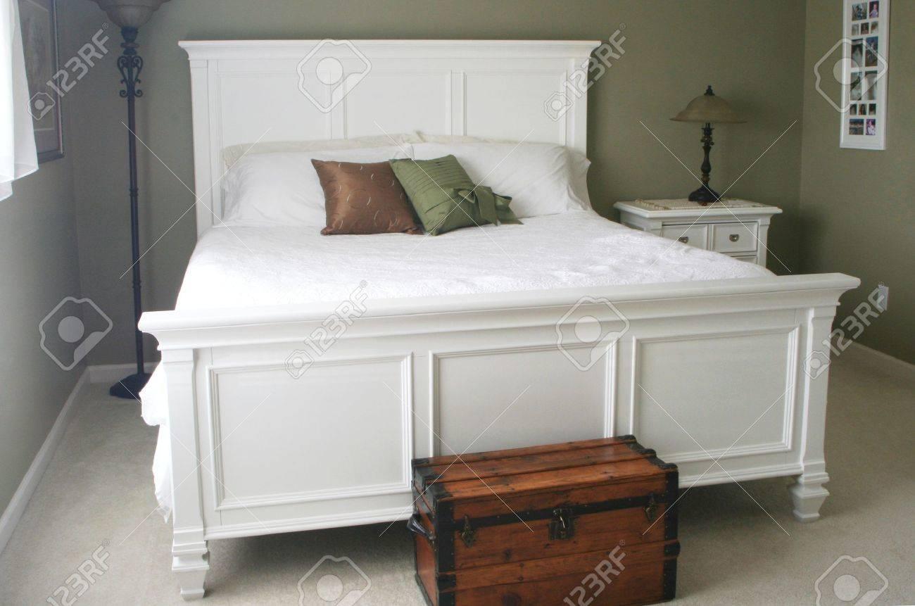 Chambre Avec Lit King-size Blanc Banque D\'Images Et Photos Libres ...