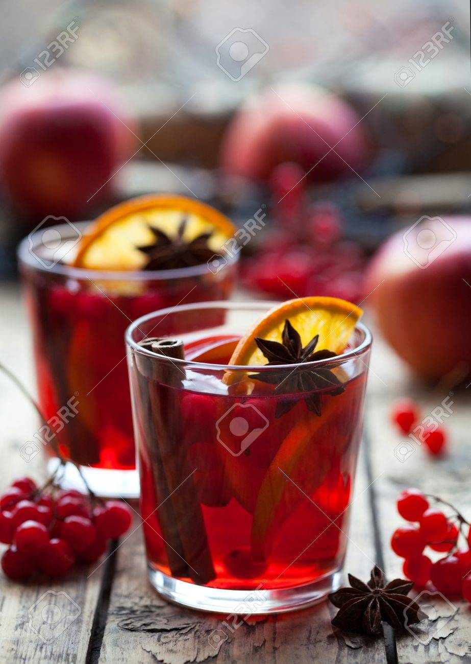 Winter Warmes Getränk. Weihnachten Glühwein Oder Sangria Mit ...