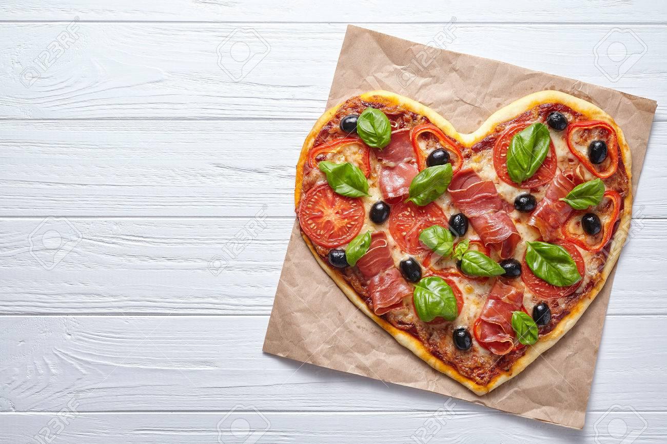 Pizza In Herzform Liebe Design Konzept Valentinstag Symbol
