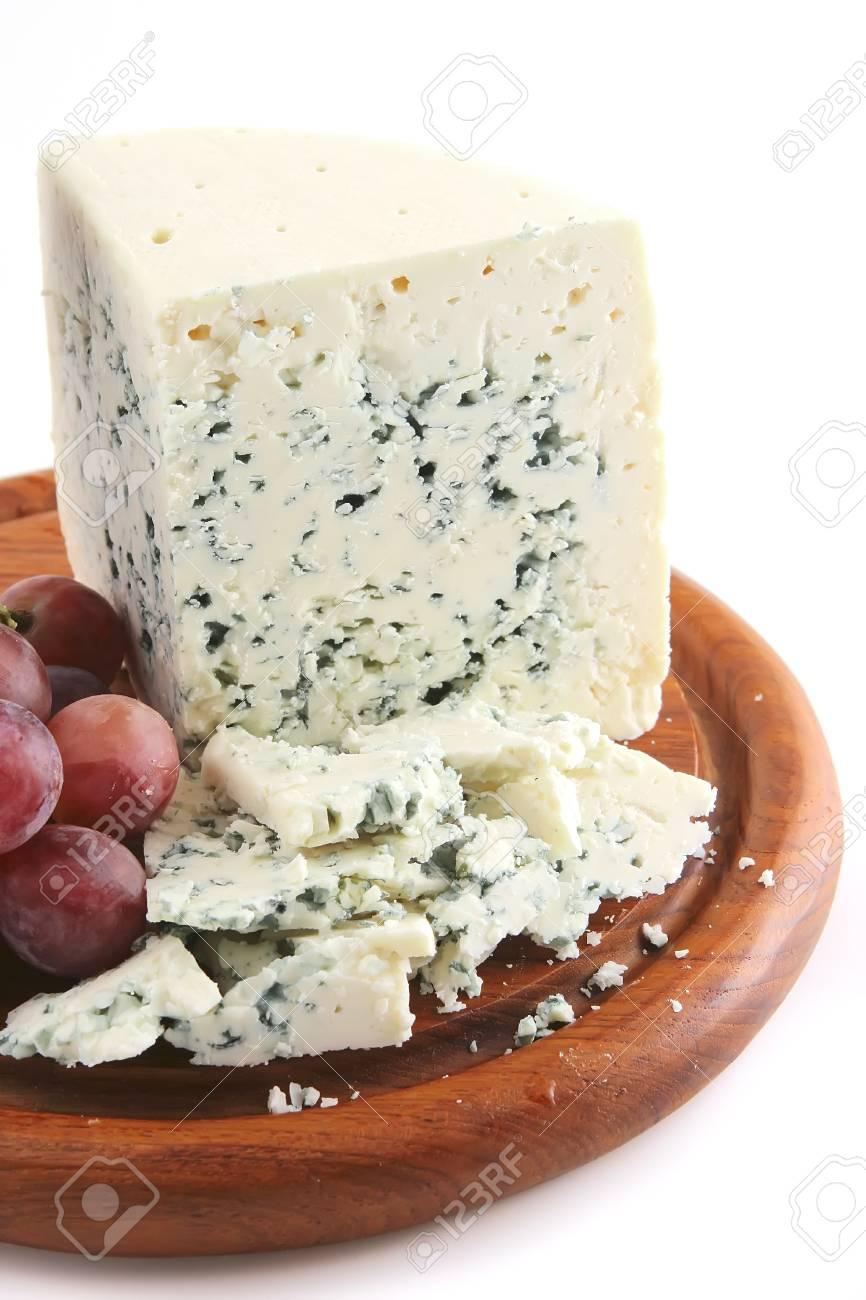 Schimmel Käse Und Trauben Auf Holztafel Lizenzfreie Fotos Bilder
