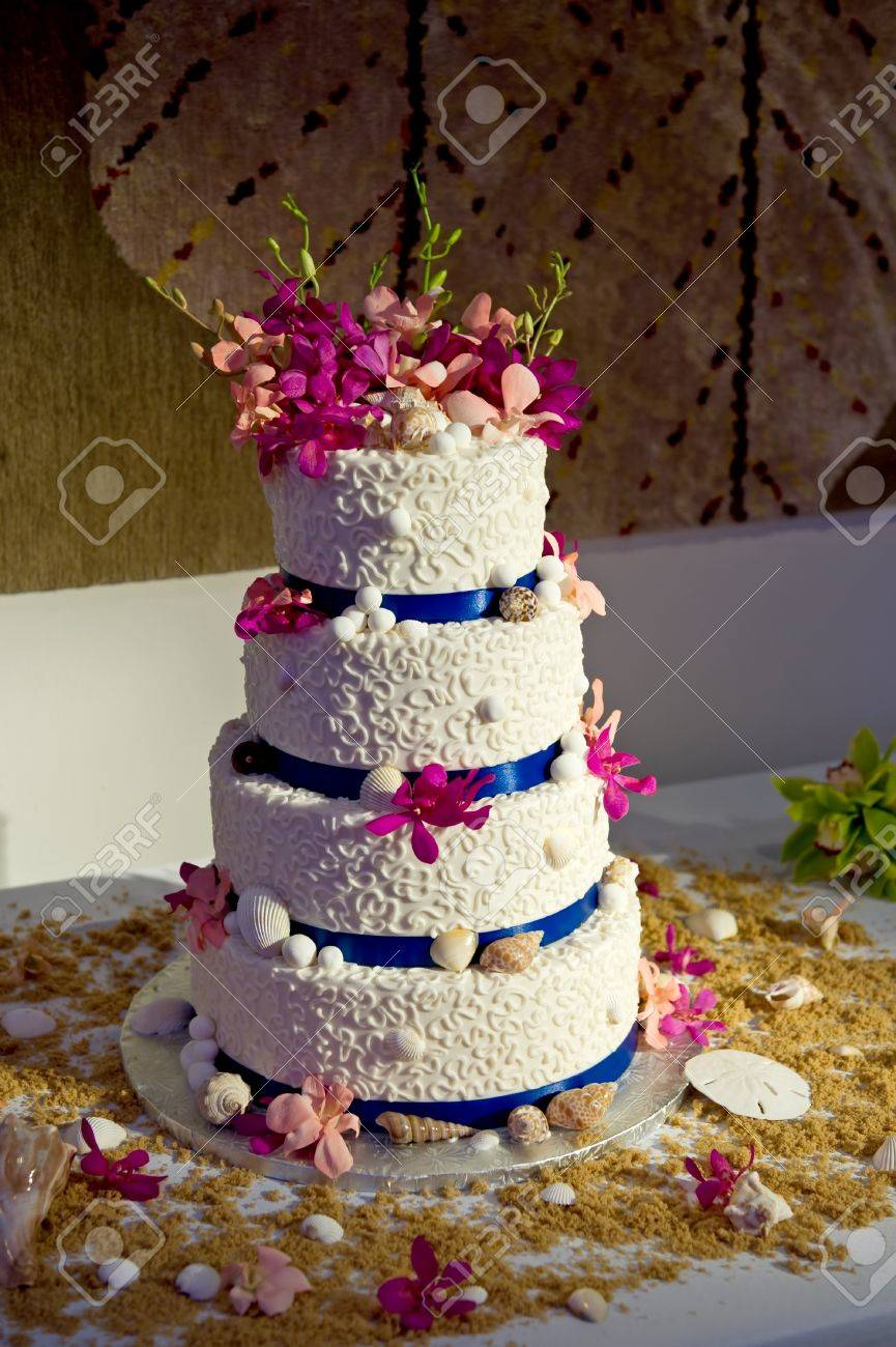 Image of a wedding cake with a beach theme Stock Photo - 10341251
