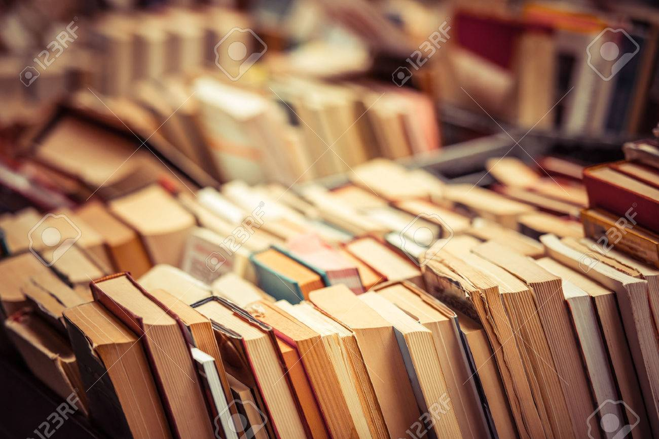 Many old books in a book shop or library - 39081393