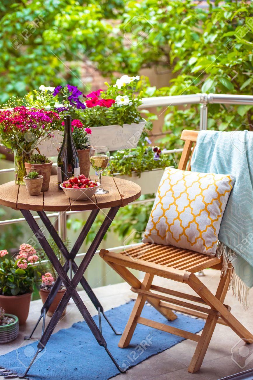 sillas y mesa terraza pequeña