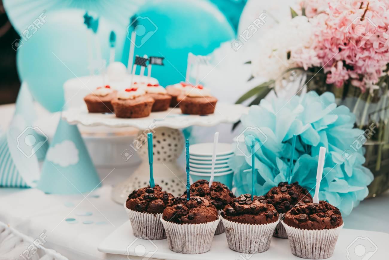 Kids Birthday Party Table Decoration Standard Bild