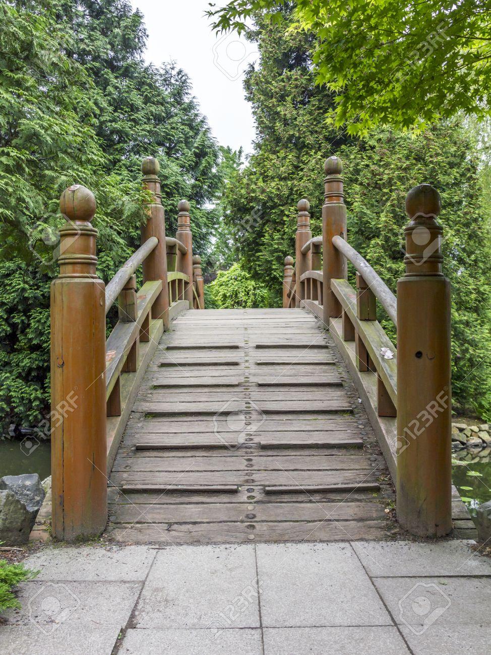 entrada al japons puente rojo bashi taiko elemento de jardines japoneses foto de