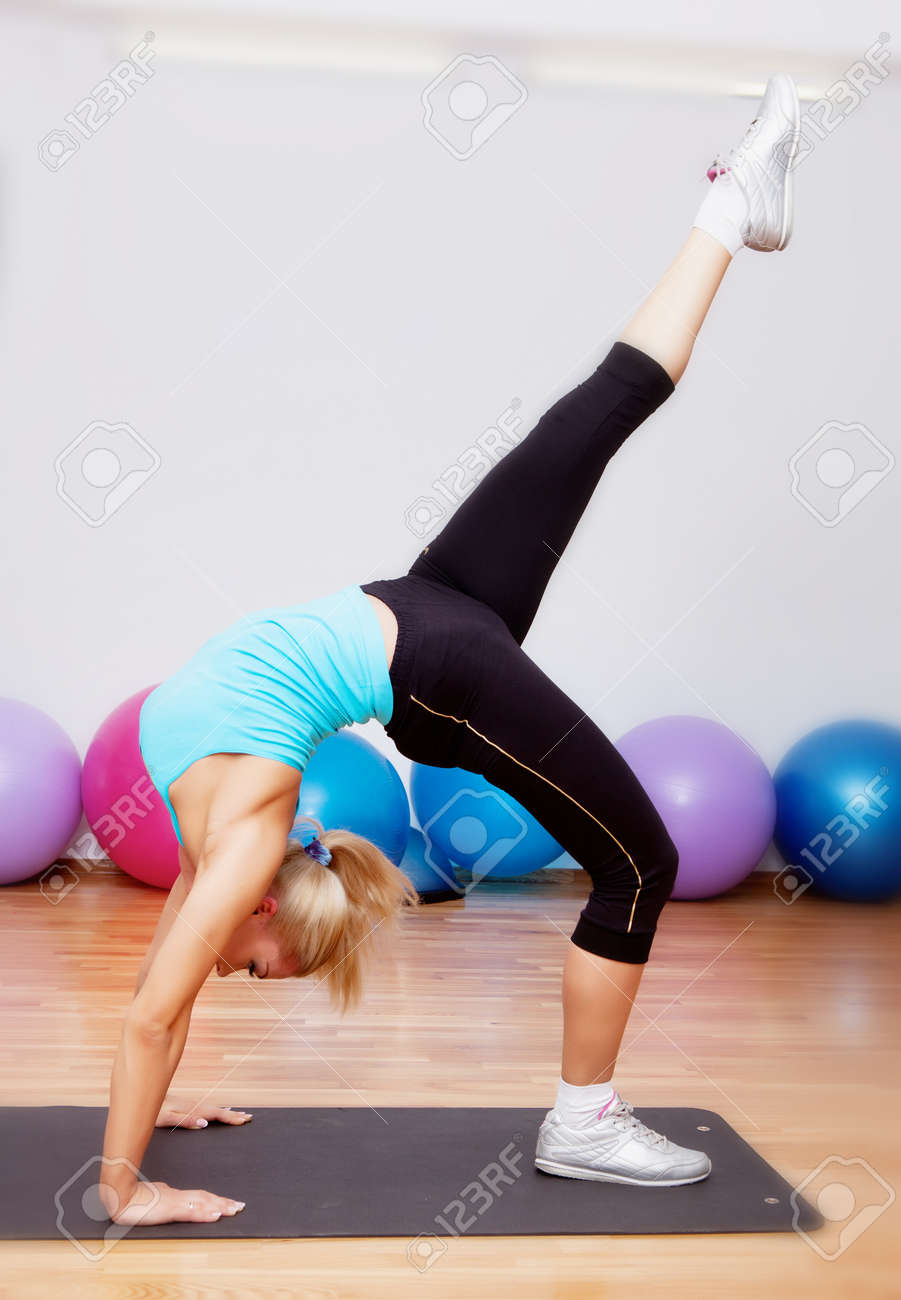 Фото гимнасток нога вверх 16 фотография