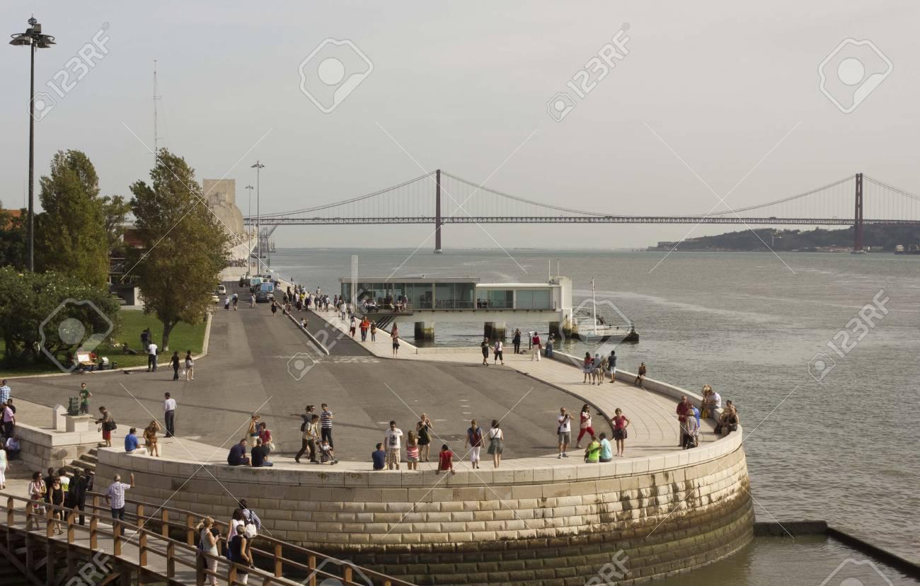 Lisboa Portugal 24 De Octubre 2014 Vista Del Río Tajo Y Puente 25 De Abril Desde La Torre De Belem En Lisboa Portugal Fotos Retratos Imágenes Y Fotografía De Archivo Libres De Derecho Image 47978951