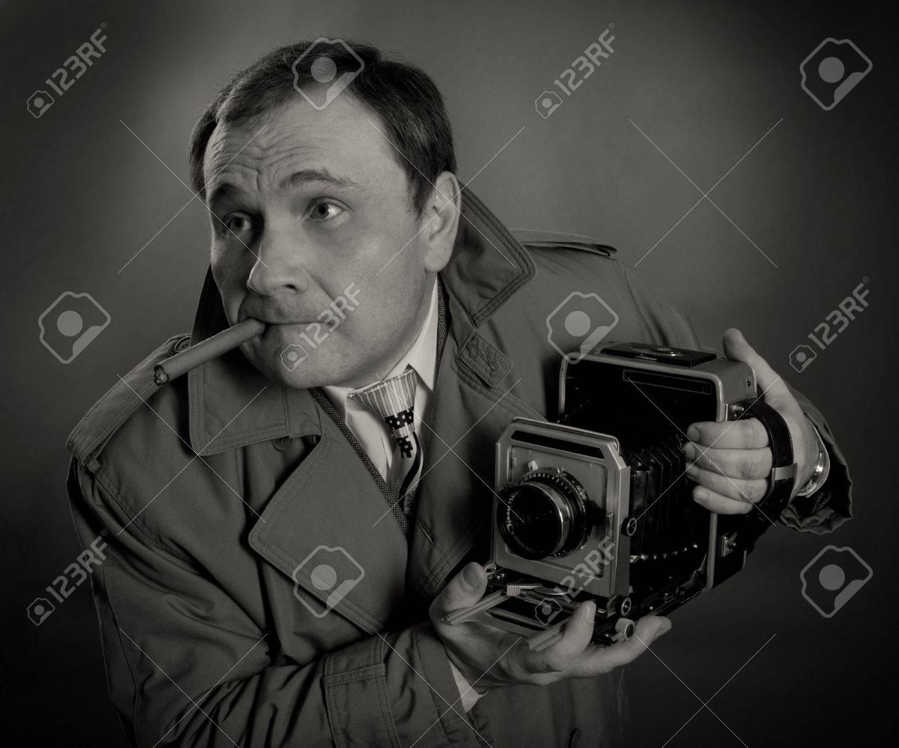 Très Photo Noir Et Blanc D'un Photographe De Presse Rétro Avec Un Vieil  EP38