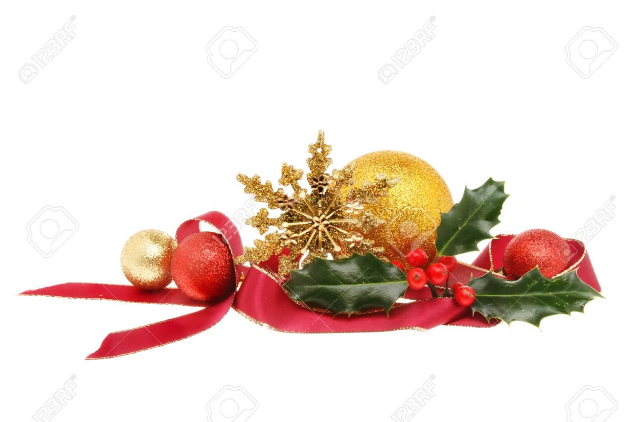 Kerstdecoraties Met Rood : Kerstversiering rood lint gouden ster kerstballen en holly