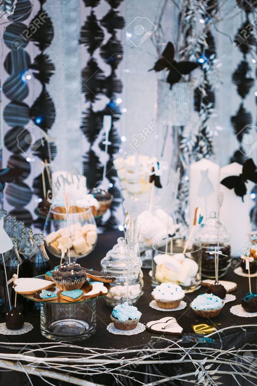 Dessert Suss Cupcake In Candy Bar Auf Tabelle Kostliche Susse Buffet