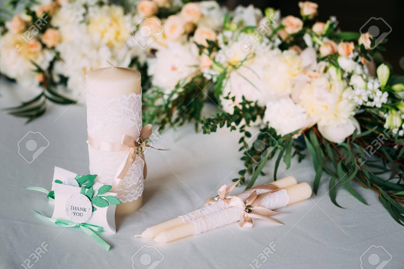 Hochzeit Kerzen Sind In Tabelle In Der Nähe Schöne Blumen Rosen