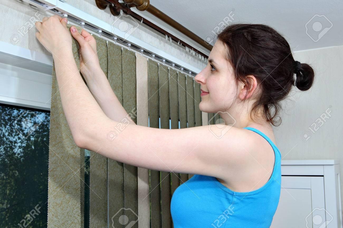 Как почистить рулонные шторы в домашних условиях