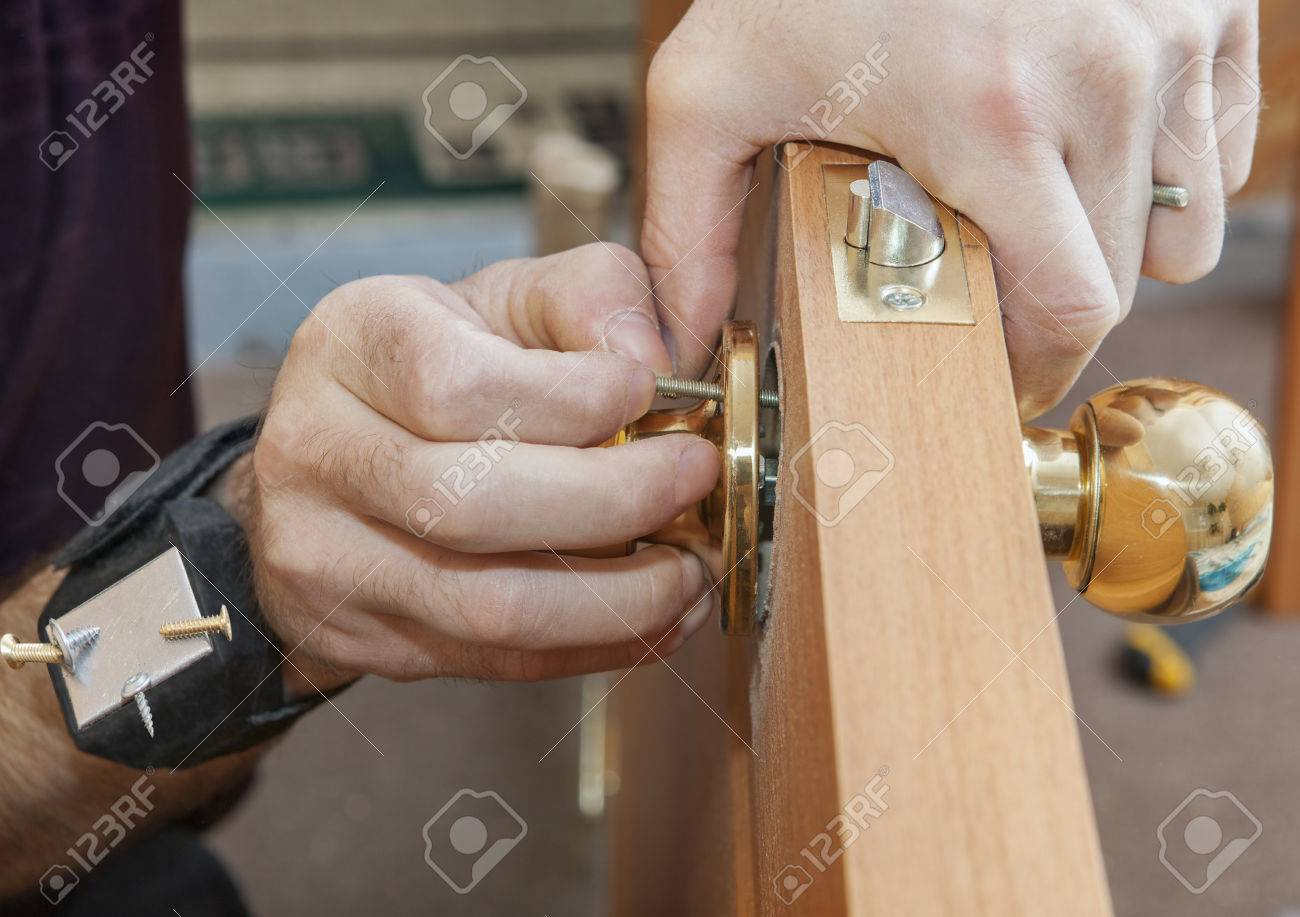 Install Interior Door, Joiner Mount Knob With Lock, Hand With Magnetic  Bracelet For Holding