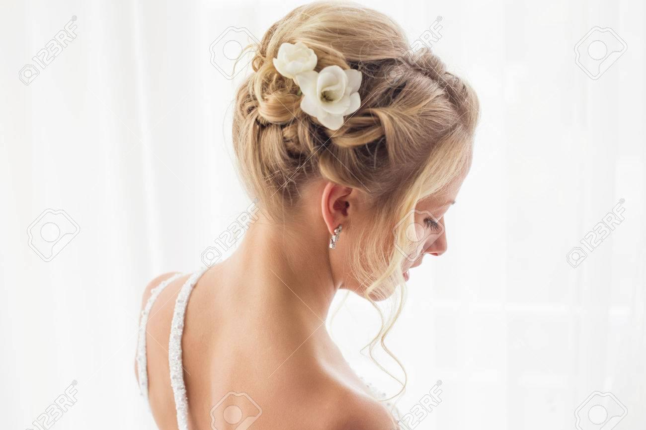 Schone Braute Frisur Fur Hochzeit Lizenzfreie Fotos Bilder Und