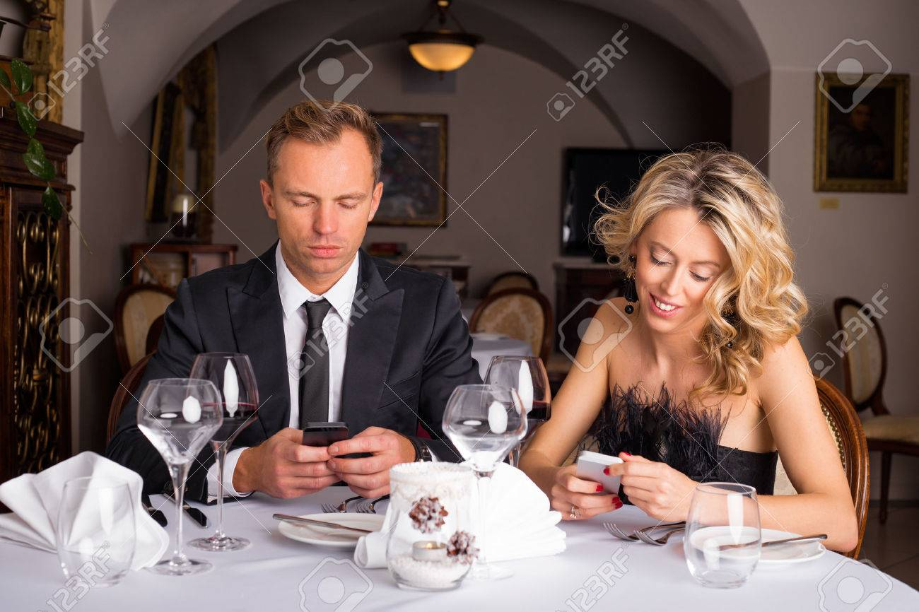 Texting in early dating