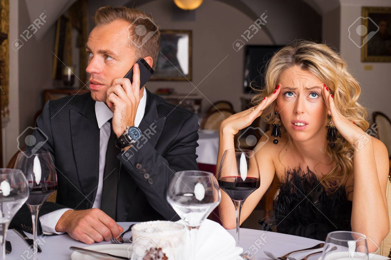 praten over de telefoon tijdens het daten expat dating leven in China